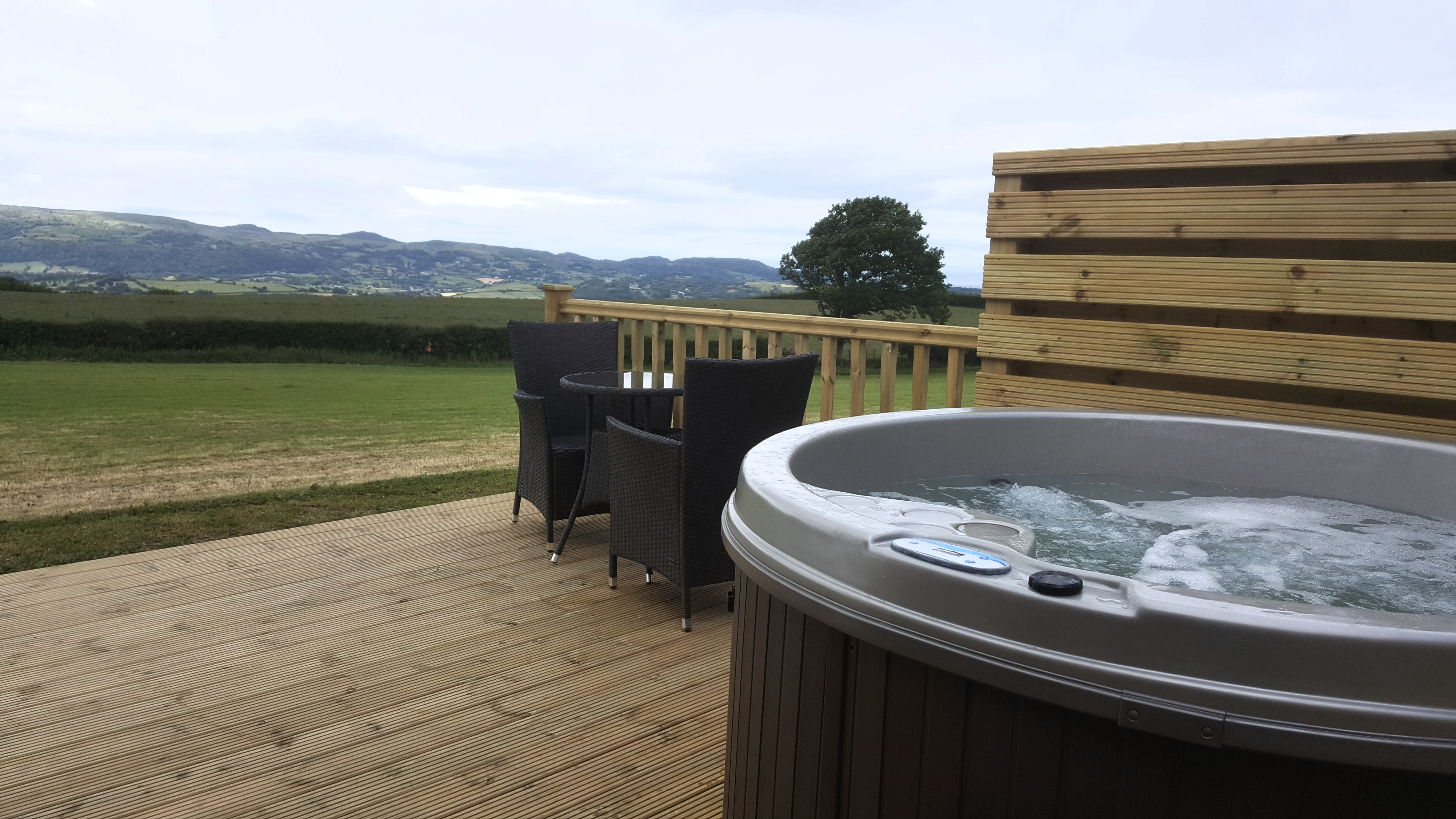 places to stay near snowdon, hot tub, colwyn bay accommodation