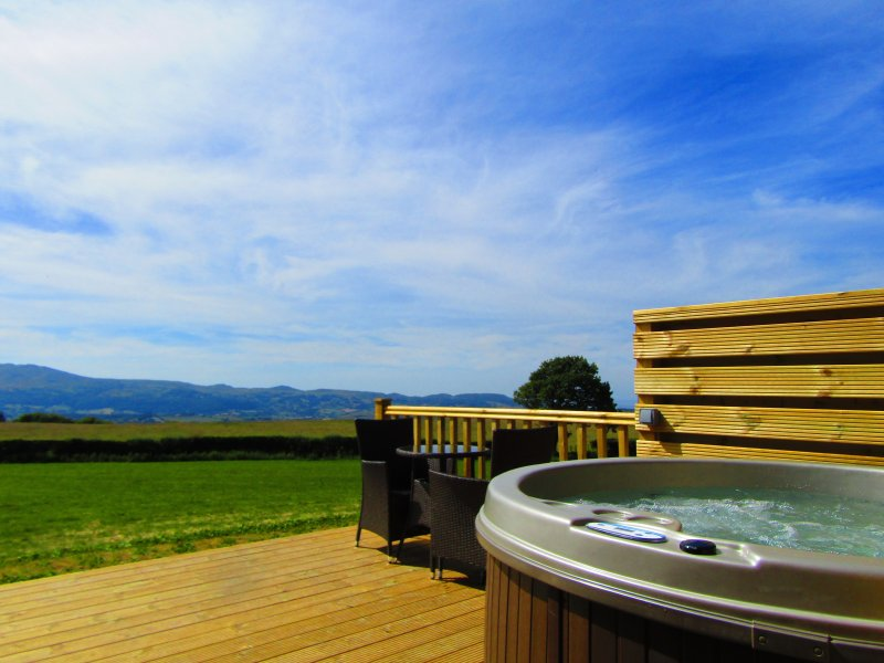 camping pods snowdonia, romantic breaks north wales, hot tub