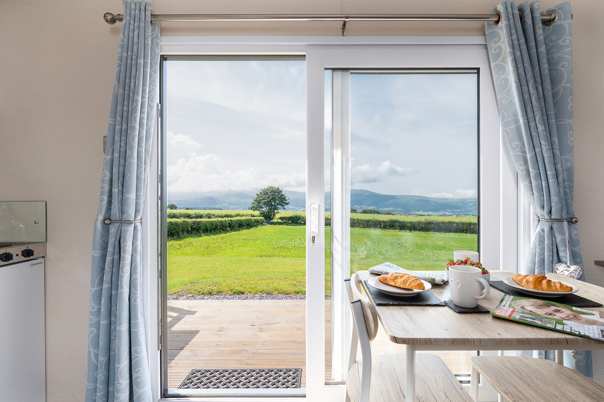 Glamping Snowdonia, Hot tub holidays north wales, places to stay in colwyn bay